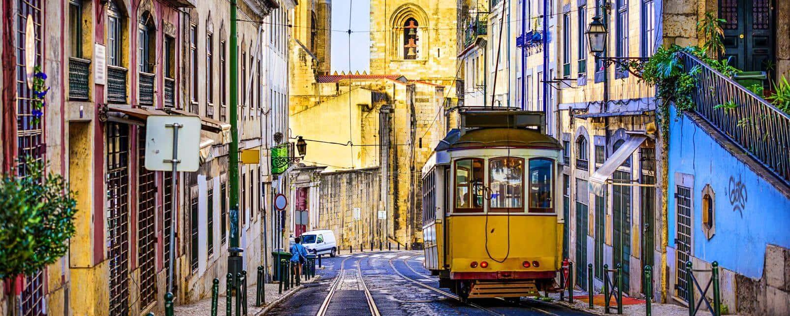 Visiter lisbonne a bord du tram n°28