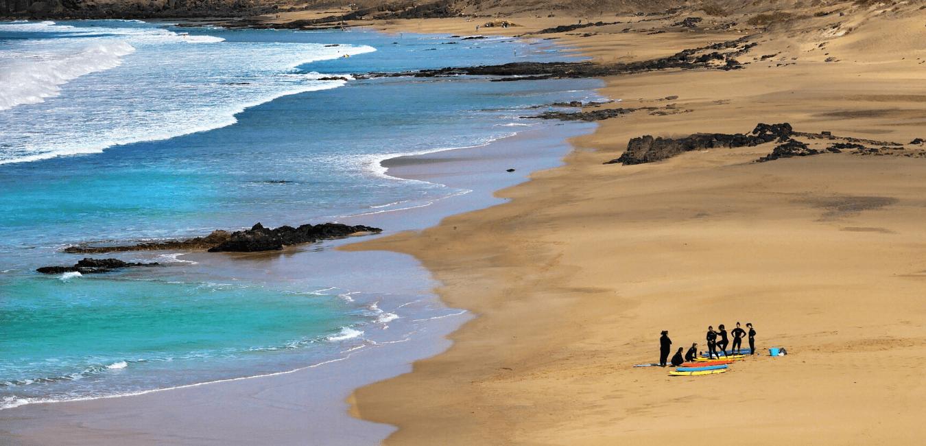 Apprendre à surfer lors de vacances à Hossegor
