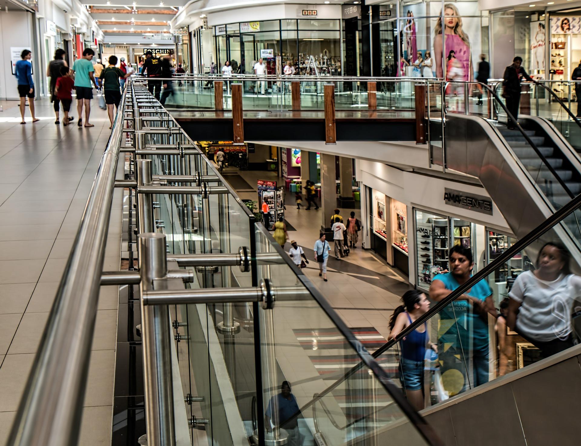 Commerce en centre commercial ou magasin en ligne : Que choisir ?