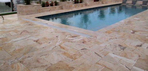 Dallage en pierres naturelles pour sa piscine : que choisir