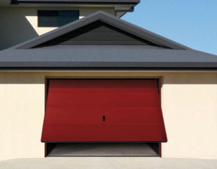 Opter pour une porte de garage basculante sur mesure, quels avantages?